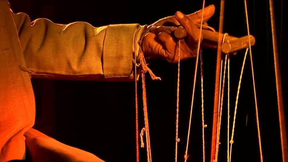 170270321-teatro-de-marionetas-manejador-de-titeres-marioneta-hilo-objeto